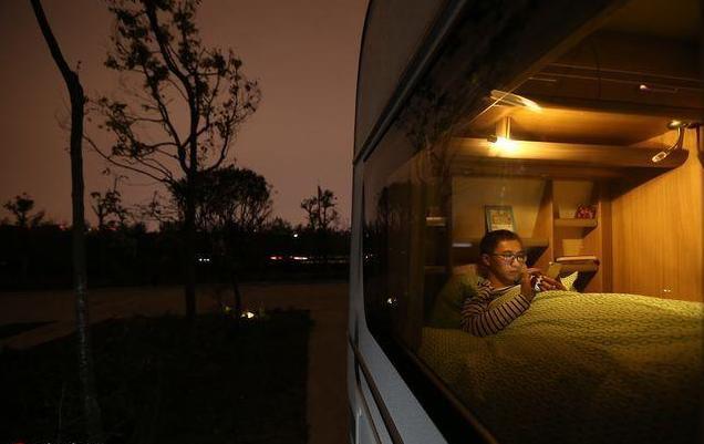 32岁成都小伙7年攒30万 不买房子买房车 看遍天下风景