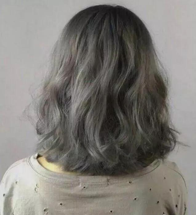 2018流行的减龄烫发发型20款图片