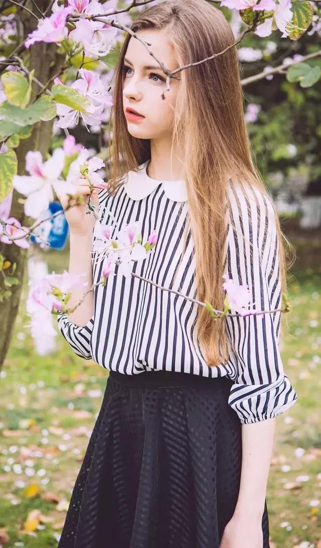 长直发的女生想要一点改变, 又想保留长直发的清纯感, 可以在发色图片