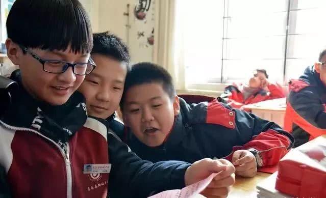 开学潍坊中小学:难忘的实拍第一天!小学生封面设计图片