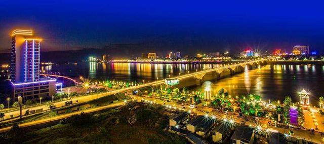 贵港平南地�_平南镇,位于广西贵港市平南县境内,东与丹竹镇接壤,南倚浔江岸,西与
