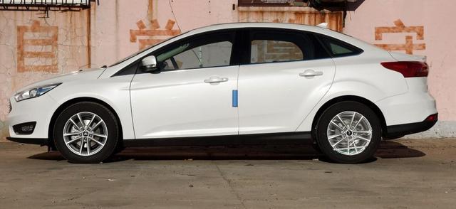小排量涡轮增压家庭实用车型,福克斯PK高尔夫