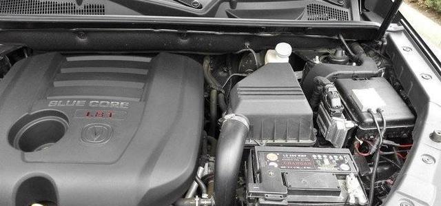 自媒体 正文  我们长安cs75车有2处放置保险丝的地方,一部分打开引擎