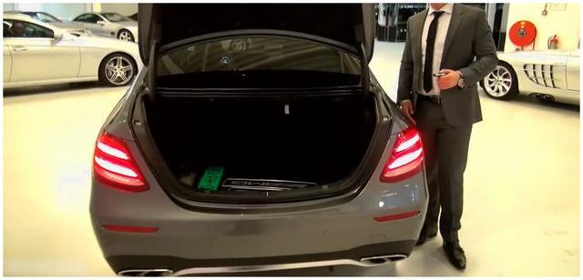 2018年全新顶配版奔驰E级车,钥匙一按led灯惊艳了