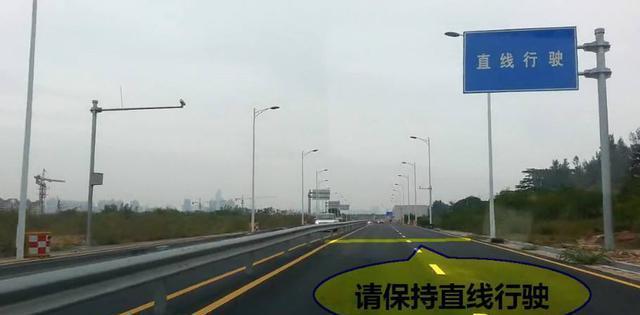 三、车速 车速太快和太慢都不可取。直线行驶一般挂2档,而且是在听到前方直线行驶前就要挂到2档,然后速度平稳直到通过直线行驶(直线行驶距离约150米,2档的行驶距离为200米以下,足够通过直线行驶区域)。