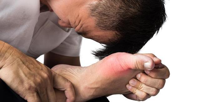 身体出现2大症状,说明痛风找上门,做到这2方面,除痛灭风