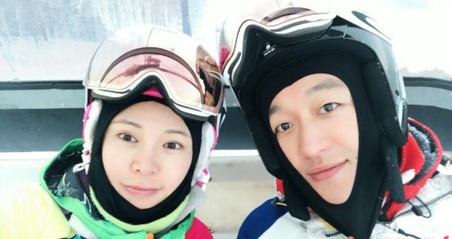 佟大为一家五口冰天雪地里度假,弟弟难得出镜却写满了不高兴!