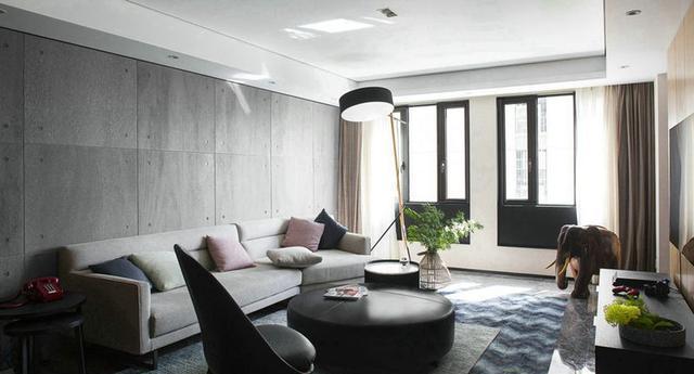 为加强客堂的光芒,扩宽了窗户,沙发背景墙以水泥板装潢,与高空古堡灰图片