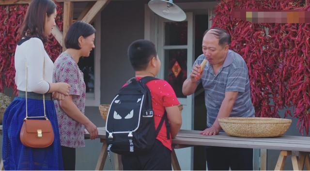 《乡村爱情10》越编越差!谢广坤和孙子抢肠吃!赵四媳妇性格突变