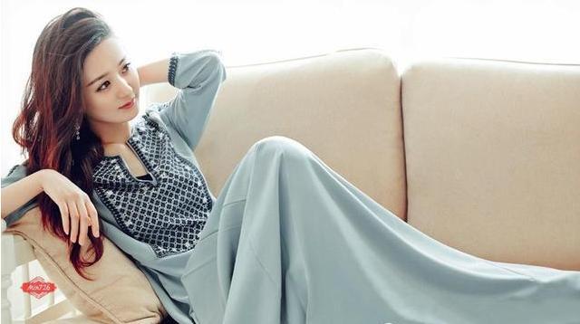 11年前冯小刚瞧不上她,今成电视剧女王身家3亿,座驾十分豪华!