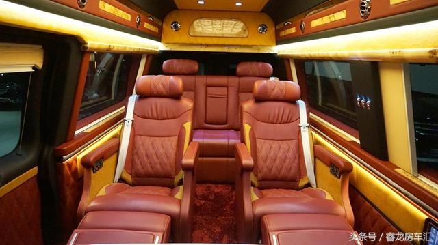 实拍17四驱限量款福特E350,霸气稳重,内饰奢华顶级商旅