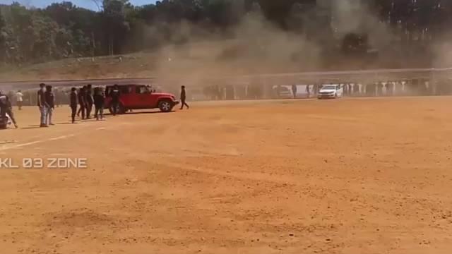 不得不说,有Jeep牧马人存在的地方,就有沙尘风暴  ?