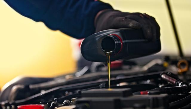 你知道车子隔多久要换油吗?各种油的更换周期表,1张图帮你整理好了