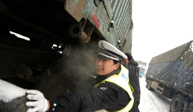 暴雪将至,洛阳高速交警为您出行支招