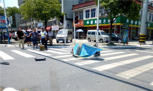正常行驶意外撞死了一位闯红灯的行人是谁的责任?不知道的快来看