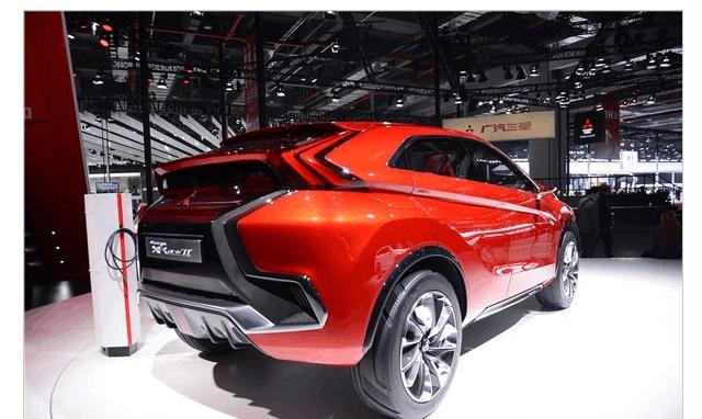 三菱全新红色轿跑, 外观不输比亚迪, 性能超哈弗H6!