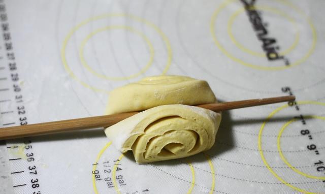 用一根筷子做花卷,好看又好吃,大人孩子都喜欢!