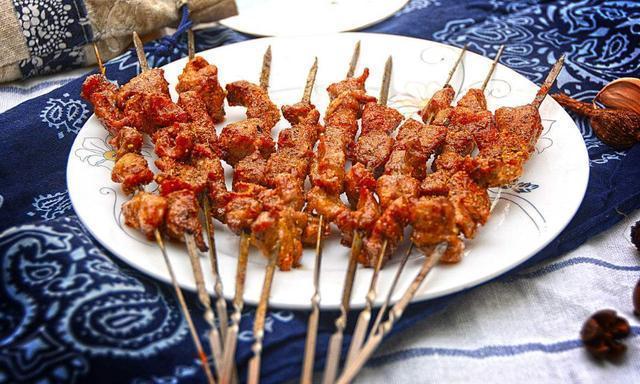 烤羊肉串25年的新疆人,第一次公开烤羊肉的绝密美女配方泳池a美女和v美女图片