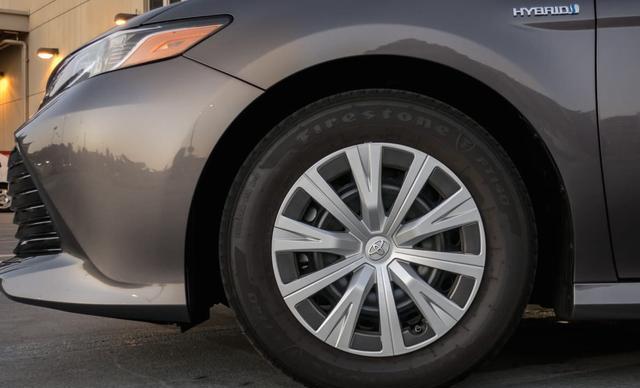 2018年丰田凯美瑞混合动力车,整体更加年轻、运动