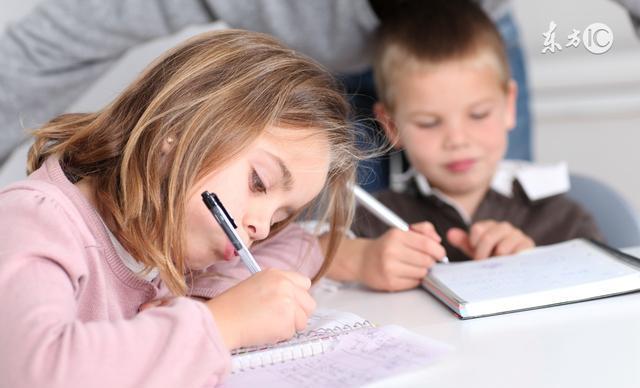 影响幼儿脊柱骨骼的发育_家长必知:幼儿过早写字的危害大第3张