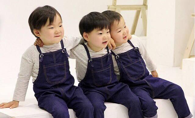 你最爱的表情包韩国宋家三胞胎近照!