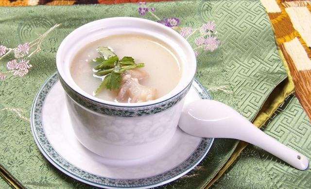 清炖牛尾汤