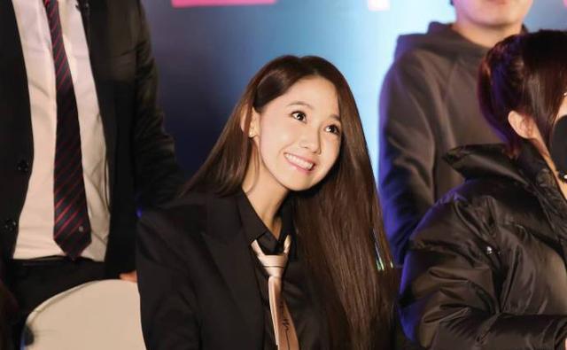 韩国人气小花却取个中国姓名,清水出芙蓉的她也想来中国捞钱?