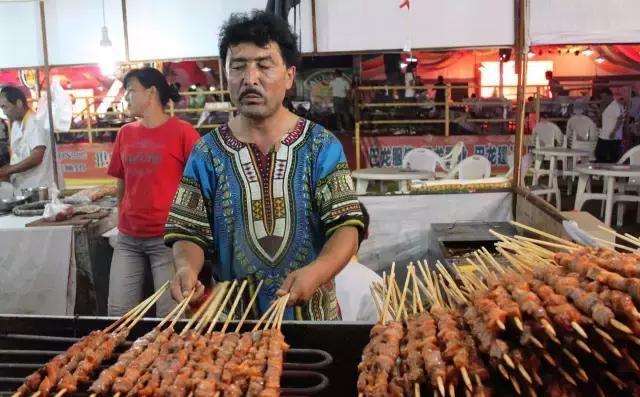 新疆羊肉串配方_10元三串新疆羊肉串是什么肉