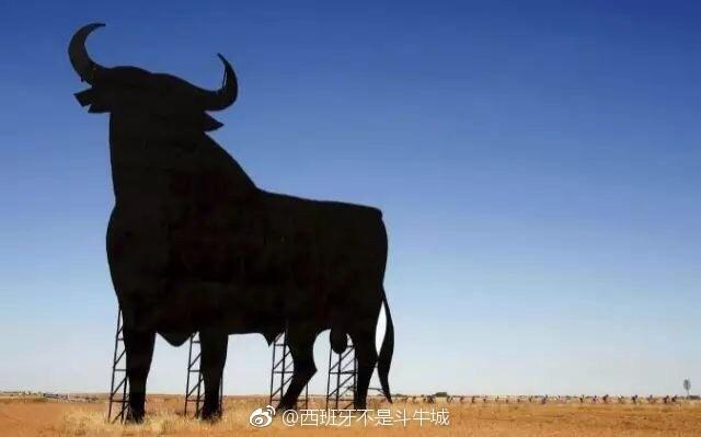 西班牙高速公路旁边那头牛的由来