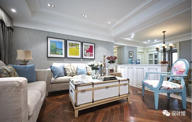 客厅 通过客厅地板,餐厅地砖的搭配,合理地把两个空间交界线接缝起来