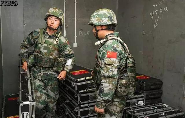 解放军标准单兵装备!