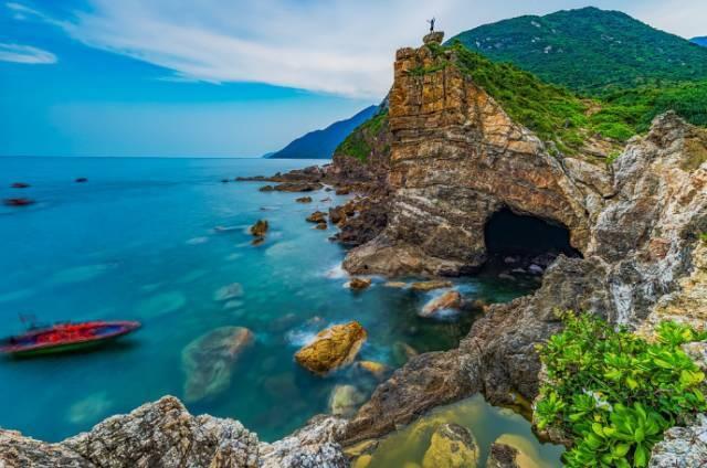 鹿咀位于南澳镇杨梅坑海底礁石区,被称为深圳最美溪谷.