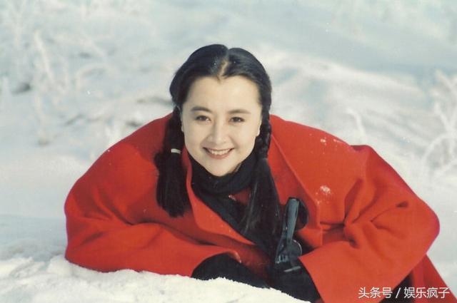 电影演员宋佳的丈夫_曾和宋佳同剧比美,与导演丈夫闪婚恩爱至今,女儿貌美