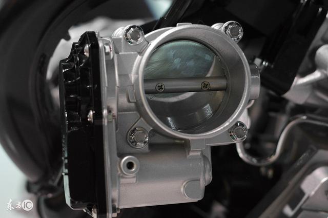发动机的工作原理是怎样的?看完这张图片你就明白了