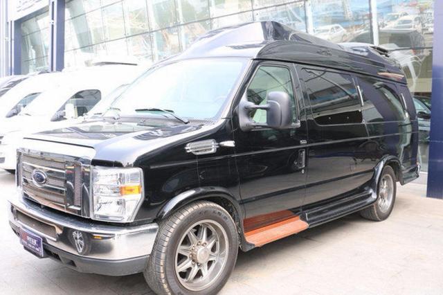 老板花65万买辆二手福特E350豪华房车,双人大床设计真奢侈