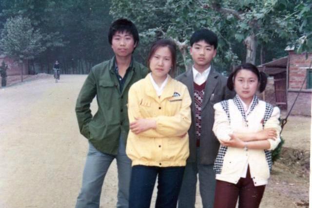 京东老板刘强东晒十八岁照片,网友:跪求东哥同款手表型号图片
