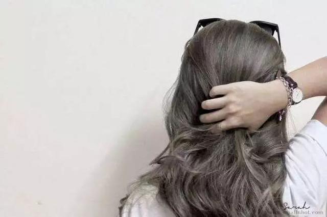 换个头发颜色,能够让你白到发光图片