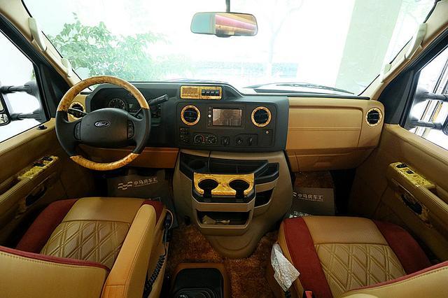 美国人的车到底怎么样?看看这个福特E350就知道了!