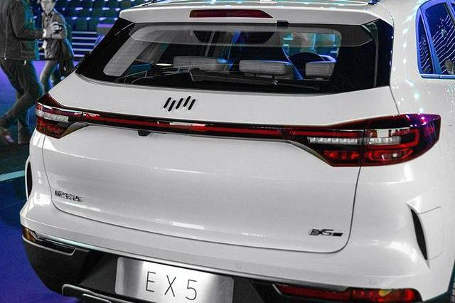 华为终于造车了,首款SUV卖20万不费一滴油,能量柱车标真亮眼!