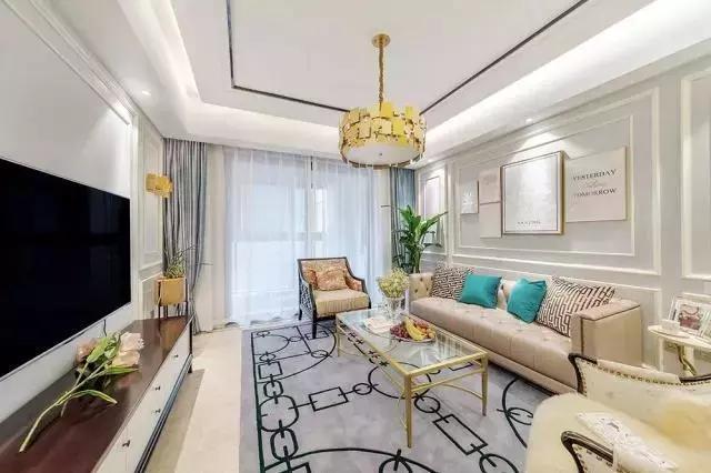 电视背景墙和沙发背景墙运用石膏线进行勾勒,线条流畅,独具简约美感.
