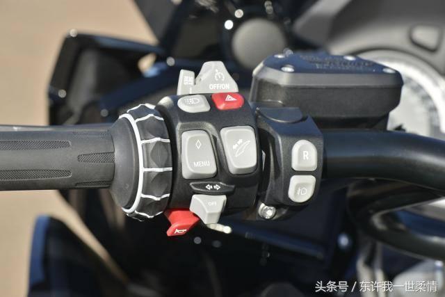 2017款宝马K1600B大型六缸休旅摩托车