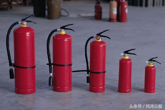 干粉灭火器的使用方法和原理