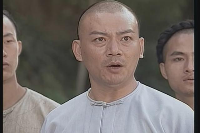 他用一部《少林寺》捧红了李连杰,也用一部电视剧让吴京红极一时图片