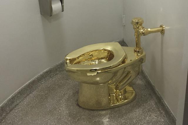特朗普想借梵高名画挂白宫 却只借到名叫 美国 的黄金马桶