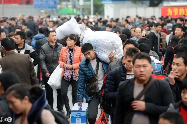 春节临近,全国各地的农民工返乡潮已经开始涌动,许多服务行业的工作