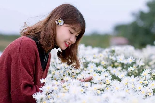 摄影技巧:嬉游花丛怎么拍照片好看?花丛中拍照姿势