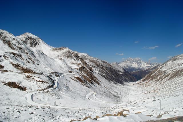 巴朗山冬季你去过吗?海拔4千米高原很美,开车更不容易