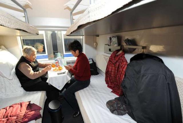 为什么火车软卧比高铁和飞机都贵,还那么多人都选择软卧?