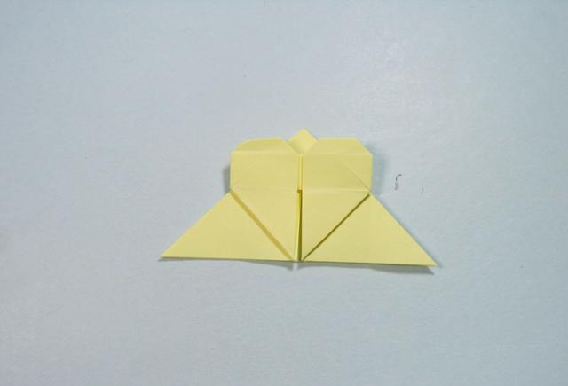 儿童手工折纸:简单的爱心书签折纸步骤图解