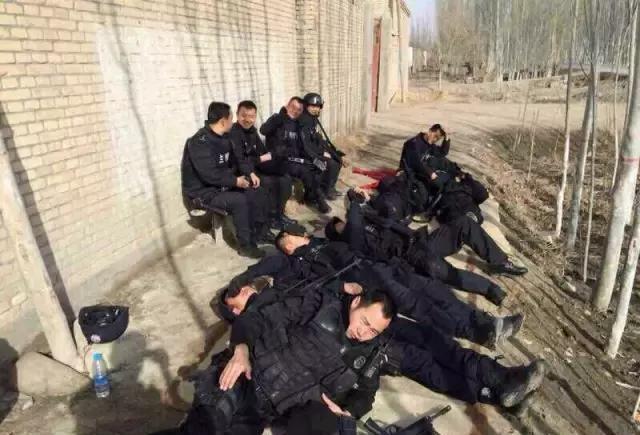 新疆警察春节大吃大喝动态曝光!(多图有照片到真相哪自己做的表情包图片